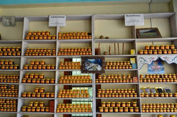 Vente de miel au magasin.