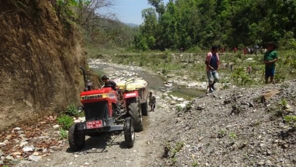 Par Dadi, Aide d'urgence sur les routes