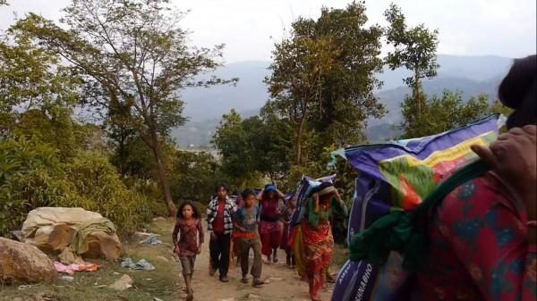 Par Prabesh, Réception de nourriture par les villageois